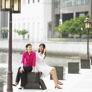 Date Thai Girl Side Walk 300x300 Facts About Thailand: The Sidewalks